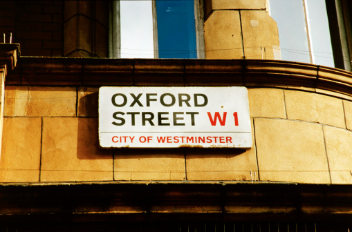 Oxford Street - London「Close-up of a sign with oxford street w1 city of Westminster painted on it」:スマホ壁紙(16)