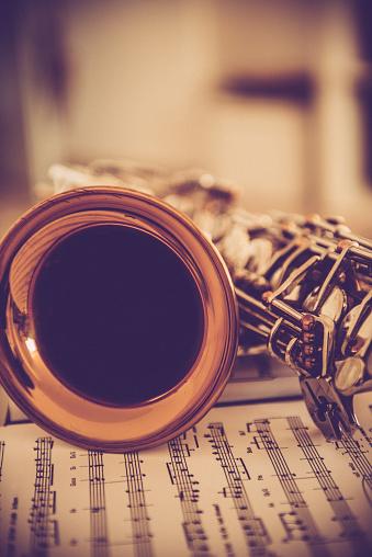Rock Music「Close-up of Alto Saxophone on Music Sheet, Brown Tones」:スマホ壁紙(1)