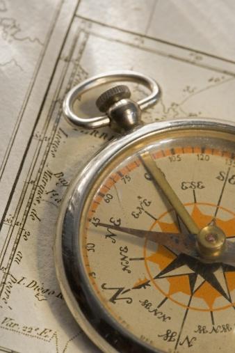 冒険「Closeup of a compass」:スマホ壁紙(18)