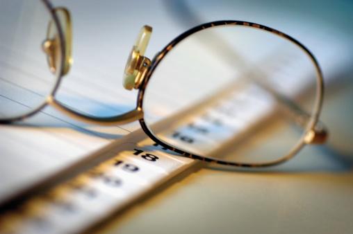 文字「Close-up of a pair of spectacles on a diary」:スマホ壁紙(17)