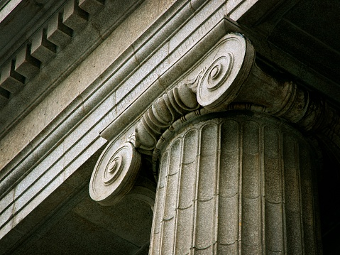 Roman「Close-up of iconic ancient column with engraved pattern」:スマホ壁紙(18)