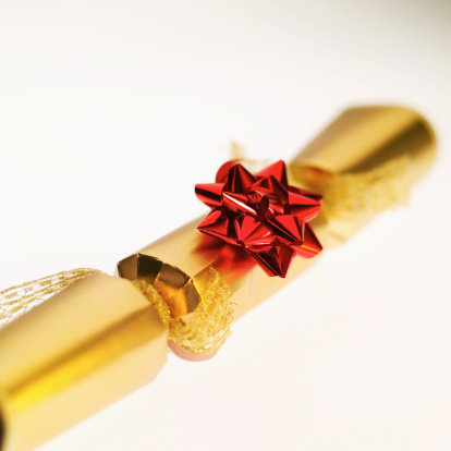 Christmas Cracker「Close-up of a Christmas cracker」:スマホ壁紙(19)