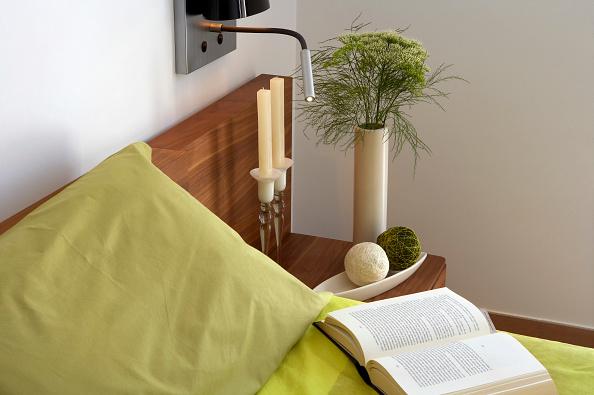 Lighting Equipment「Close-up of book and pillow on bed with bed side table and night stand」:写真・画像(10)[壁紙.com]