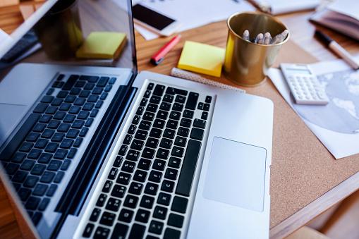 Coffee Break「Close-up of laptop on desk in office」:スマホ壁紙(2)