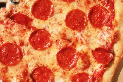 Unhealthy Living「Close-up of pepperoni pizza」:スマホ壁紙(17)