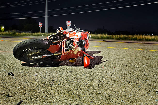 Close-up of wrecked red motorcycle on side of road:スマホ壁紙(壁紙.com)