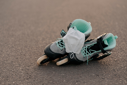 Roller skate「Close-up of face mask on inline skates on at skateboard park」:スマホ壁紙(4)