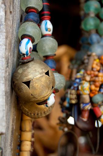 Souvenir「Close-up of traditional souvenir beaded necklaces, Ganvie, Benin」:スマホ壁紙(9)