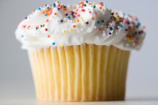 Eating「Closeup of cupcake with sprinkles」:スマホ壁紙(10)