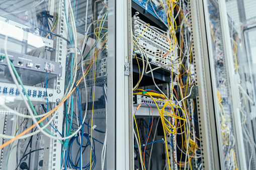 Data Center「Close-up of cables in computer equipment at data center」:スマホ壁紙(8)