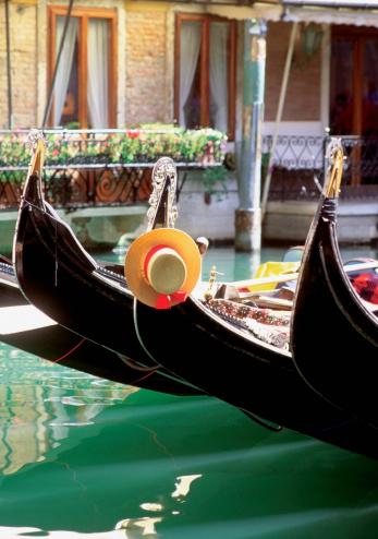 Gondola「Close-up of four gondola boats, Venice, Italy」:スマホ壁紙(6)