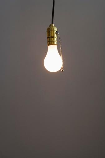 Power Supply「Closeup of bare light bulb」:スマホ壁紙(14)