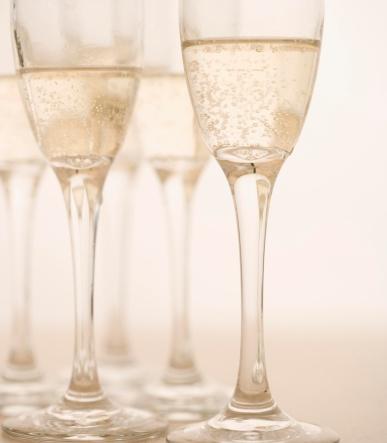 Enjoyment「Closeup of glasses of champagne」:スマホ壁紙(3)