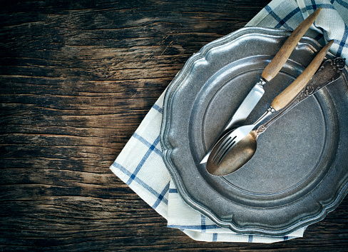 Tartan check「Close-up of vintage plate with fork, spoon and table knife」:スマホ壁紙(3)