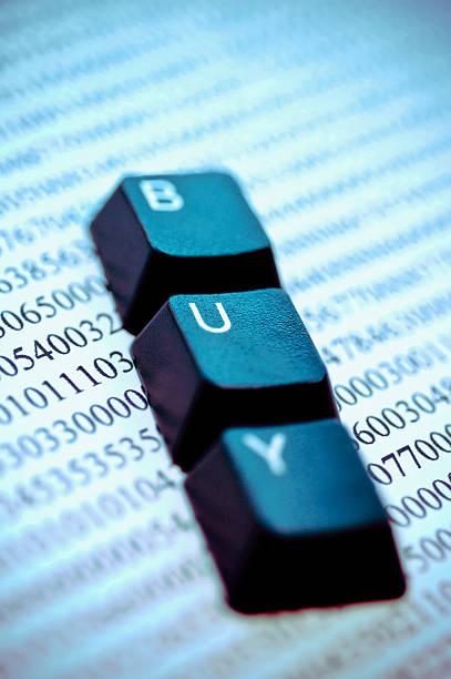 Close-up of computer keys on a financial document:スマホ壁紙(壁紙.com)