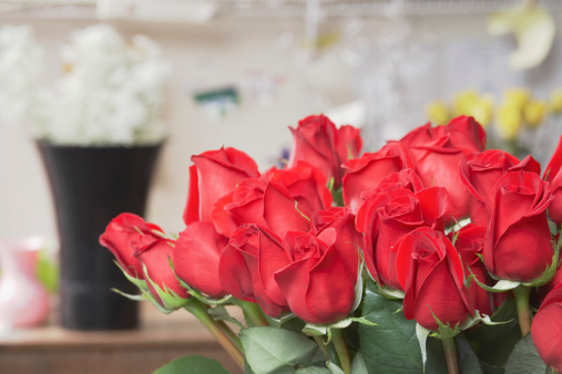 Flower Shop「Close-up of a bunch of red roses」:スマホ壁紙(9)