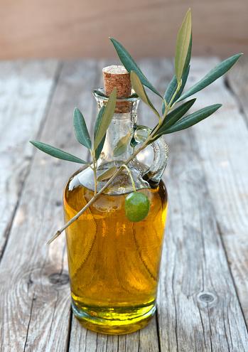 Olive Branch「Close-up of a bottle of olive oil」:スマホ壁紙(19)