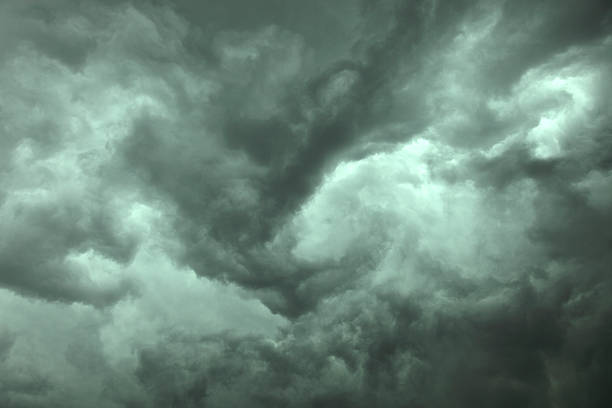 Close-up of dramatic dark storm clouds:スマホ壁紙(壁紙.com)