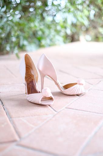 Formalwear「Close-up of wedding shoes」:スマホ壁紙(7)