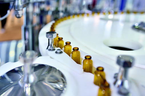 Chemical「Close-up of Brown Glass Bottle at Turntable Production Line」:スマホ壁紙(2)