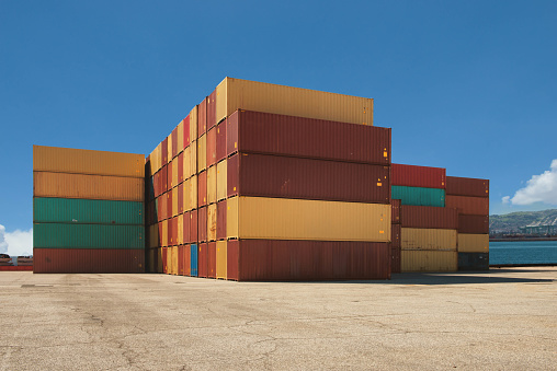 Shipyard「Close-up of stacked shipping containers, Long Beach, California, United States」:スマホ壁紙(19)