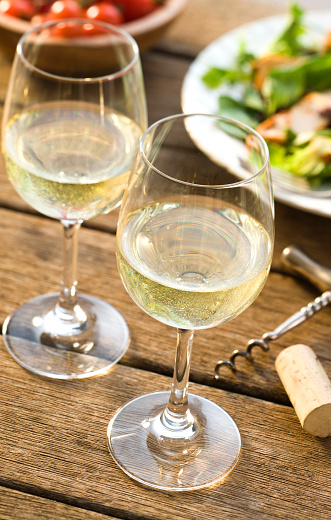 Corkscrew「Close-up of two glasses of white wine alfresco」:スマホ壁紙(8)
