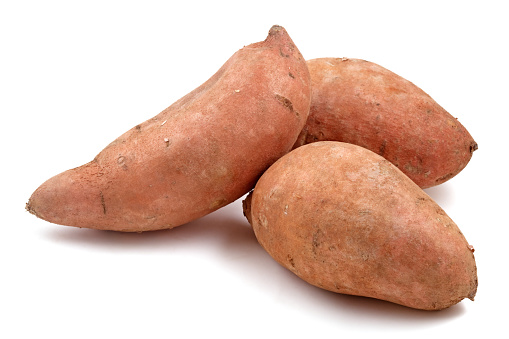 Sweet Potato「Close-up of three Raw sweet potatoes」:スマホ壁紙(3)