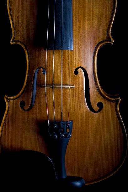 Close-up of a classical violin:スマホ壁紙(壁紙.com)