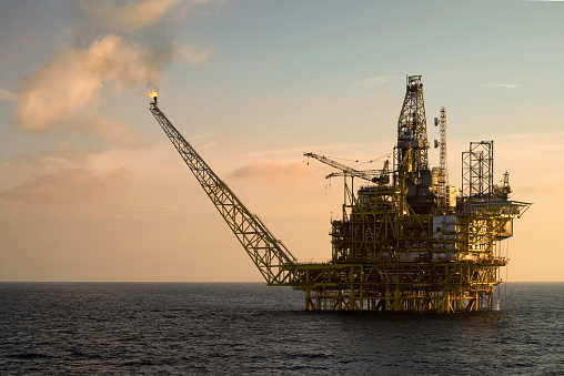 Oil Industry「Close-up of an oil platform at sea」:スマホ壁紙(17)