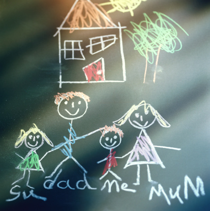 Parent「close-up of a child's drawing on a chalkboard with colored chalk」:スマホ壁紙(15)
