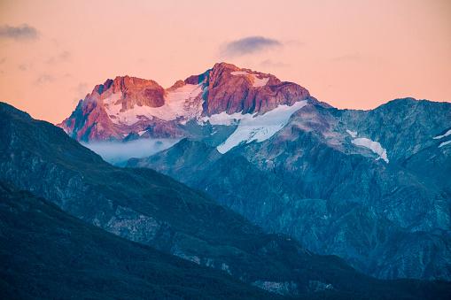 冠雪「夜明け ライトオン南部のアルプス」:スマホ壁紙(12)
