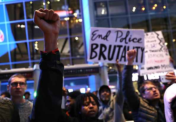 Fist「Demonstrators Protest Against Recent Sacramento Police Shooting Of Unarmed Black Man」:写真・画像(10)[壁紙.com]
