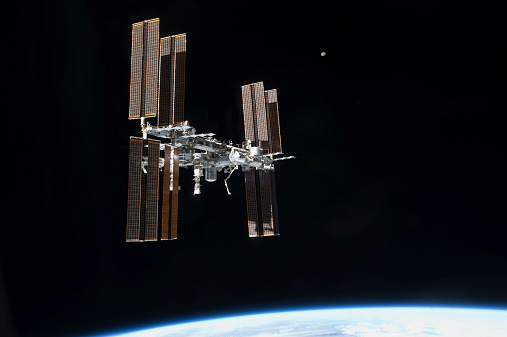 Solar Energy「July 19, 2011 - The International Space Station in orbit above Earth.」:スマホ壁紙(18)