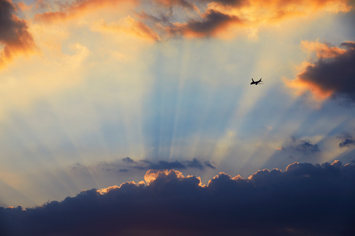 Religion「Plane flying towards sunset and crepuscular rays, London, England, UK」:スマホ壁紙(13)