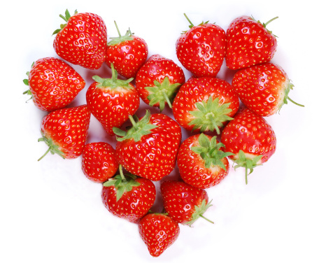 Heart「Ripe strawberries laying in a heart shape」:スマホ壁紙(17)