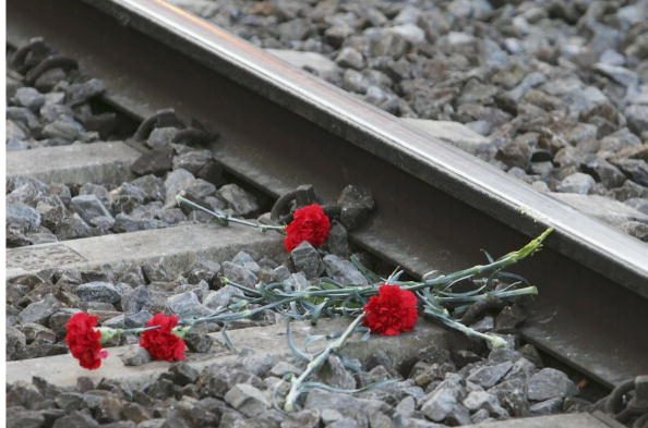 Exploding「Spain Mourns First Anniversary Of Terrorist Train Attack」:写真・画像(3)[壁紙.com]
