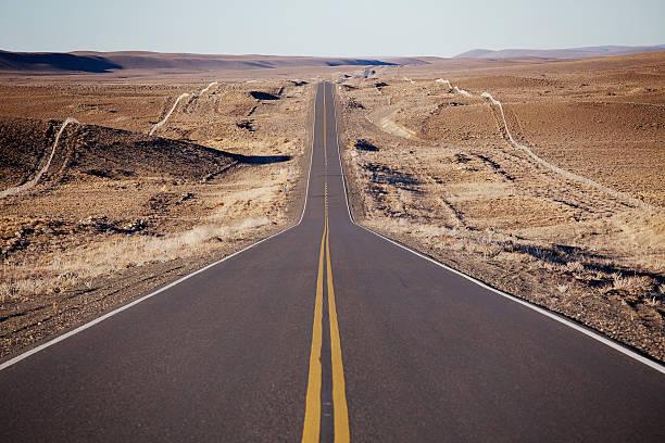 Long straight road:スマホ壁紙(壁紙.com)