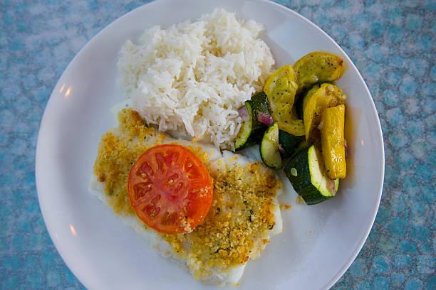 Fish, tomato, squash and rice on white plate:スマホ壁紙(壁紙.com)