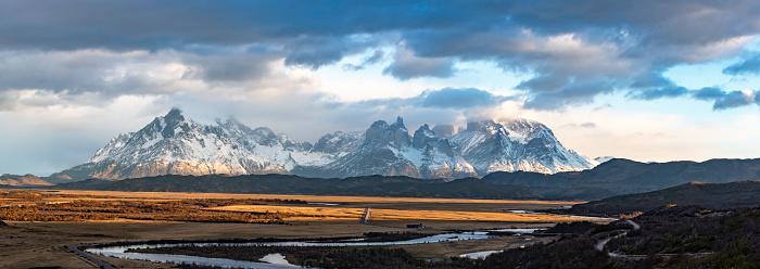 Alpenglow「Torres del Paine National Park」:スマホ壁紙(13)