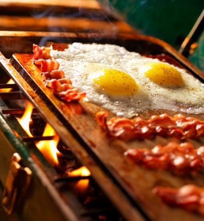 Griddle「Bacon & Eggs on Old Camp Stove」:スマホ壁紙(5)