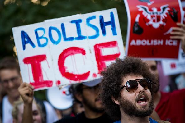 Strategy「Activists Demonstrate Against President Trump's Immigration Enforcement Strategies」:写真・画像(11)[壁紙.com]