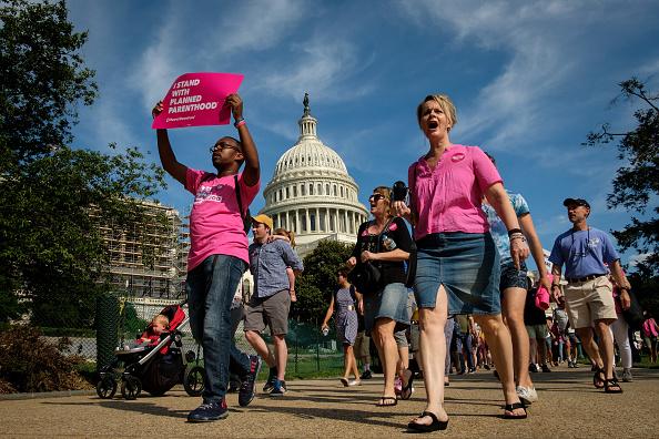 アメリカ合州国「DNC Chair Tom Perez Leads Protest At Capitol Over GOP's Health Care Plan」:写真・画像(11)[壁紙.com]