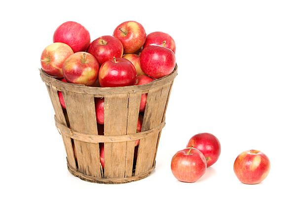Apples In a Farm Basket on White:スマホ壁紙(壁紙.com)