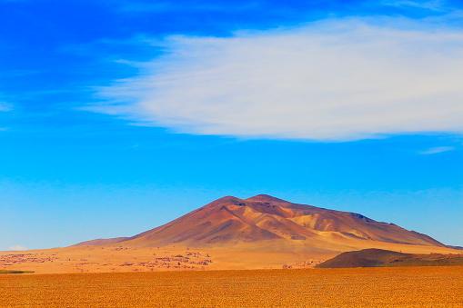 Bolivian Andes「Dramatic Salar de Tara mountain volcano - Idyllic Atacama Desert, Volcanic landscape panorama – San Pedro de Atacama, Chile, Bolívia and Argentina border」:スマホ壁紙(1)