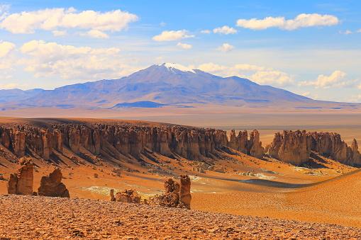 Bolivian Andes「Dramatic Salar de Tara mountain range, cliff and rock formations - Idyllic Atacama Desert, Volcanic landscape panorama – San Pedro de Atacama, Chile, Bolívia and Argentina border」:スマホ壁紙(8)