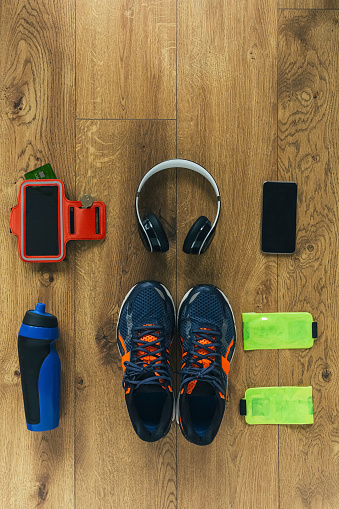 Electrical Equipment「Running shoes, headphones, drinking bottle, smartphone and bags」:スマホ壁紙(3)