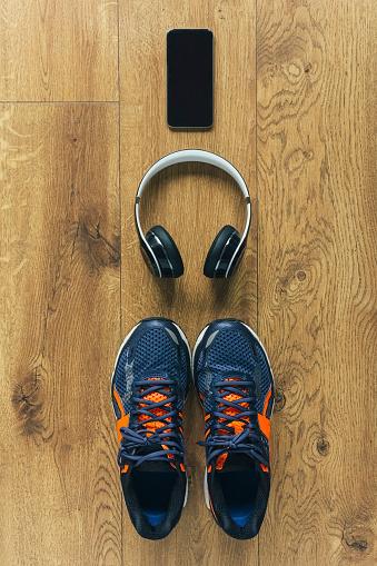 ペア「Running shoes, headphones, smartphone」:スマホ壁紙(18)