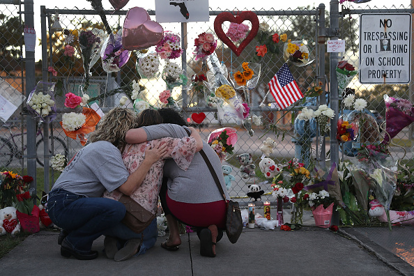 Shooting - Crime「Florida Town Of Parkland In Mourning, After Shooting At Marjory Stoneman Douglas High School Kills 17」:写真・画像(12)[壁紙.com]