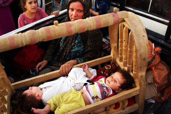 Moving Toward「Refugees Fleeing ISIS Offensive Pour Into Kurdistan」:写真・画像(14)[壁紙.com]