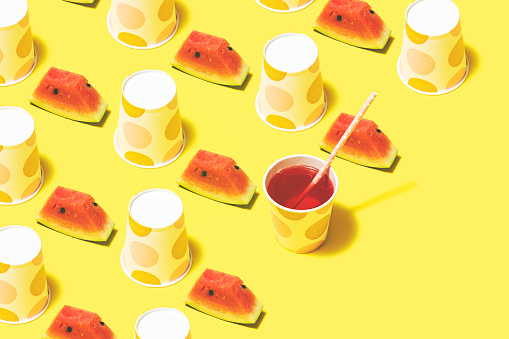 Juice - Drink「Watermelon juice and polka dot paper cups flat lay on yellow background」:スマホ壁紙(14)